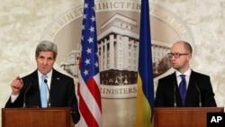 Спільна прес-конференція в Києві державного секретаря Джона Керрі і прем'єр-міністра Арсенія Яценюка, 5 лютого