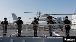 """2019年8月29日,從青島港出發的中國海軍""""西寧號""""導彈驅逐艦。"""