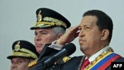 Tổng thống Venezuela Hugo Chavez dự một buỗi lễ kỷ niệm ngày độc lập của Venezuela tại dinh tổng thống ở Caracas