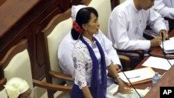 緬甸反對派領袖昂山素姬利用在緬甸國會的第一次演說。