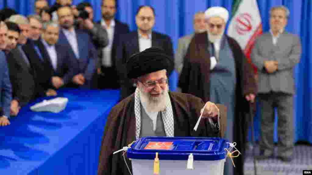 آیت الله خامنه ای رهبر جمهوری اسلامی ایران