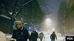 En Nueva York desde temprano muchos se animaron a salir a las calles pese a la nevisca.