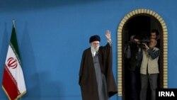 İran siyasətində istənilən həyati məsələdə son söz ali dini lider Ayətulla Əli Xameneyiyə məxsusdur.