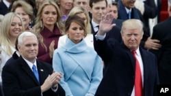 President-elect Donald Trump waves with Vice President-elect Mike Pence and his wife Melania Trump before the 58th Presidential Inauguration at the U.S. Capitol in Washington, Jan. 20, 2017.