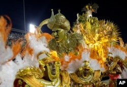 Performers from the Mocidade samba school parade during Carnival celebrations at the Sambadrome in Rio de Janeiro, Brazil, Tuesday, Feb. 28, 2017. (AP Photo/Silvia Izquierdo)