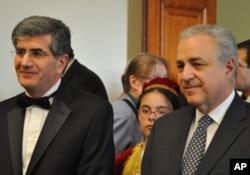 Ο πρέσβης της Κύπρου Παύλος Αναστασιάδης (αριστερά) με τον πρέσβη της Ελλάδας Βασ. Κασκαρέλη (δεξιά)