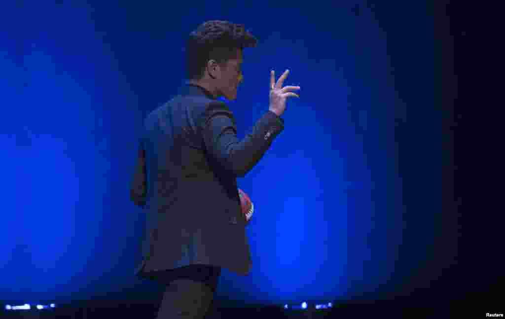 Singer Bruno Mars walks off the stage after the Super Bowl half time press conference in New York, Jan. 30, 2014.