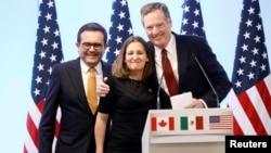 Bộ trưởng Kinh tế Mexico Ildefonso Guajardo, Bộ trưởng Ngoại giao Canada Chrystia Freeland và Đại diện Thương mại Mỹ Robert Lighthizer trong cuộc họp báo chung kết thúc vòng đàm phán thứ bảy của NAFTA tại Mexico City, ngày 5/3/2018.