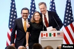 Mexican Economy Minister Ildefonso Guajardo, Canadian Foreign Minister Chrystia Freeland and U.S. Trade Representative Robert Lighthizer smile during a joint news conference on the closing of the seventh round of NAFTA talks in Mexico City, Mexico, March, 2018.
