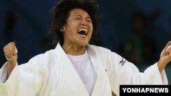 지난 2008년 베이징 올림픽 여자 유도에서 동메달을 딴 북한의 임원옥 선수. (자료사진)