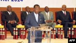 Le président tchadien Idriss Deby prononce un discours lors d'un sommet spécial de la Communauté économique des Etats d'Afrique centrale (CEEAC) à N'Djamena, Tchad, 9 janvier 2014.