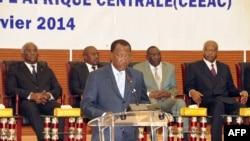 ປະທານາທິບໍດີ Idriss Deby ແຫ່ງ Chad ກ່າວຕໍ່ກອງ ປະຊຸມສຸດດຍອດ ຂອງກຸ່ມ ECCAS ທີ່ນະຄອນ Ndjamena ວັນທີ 9, ມັງກອນ 2014 .