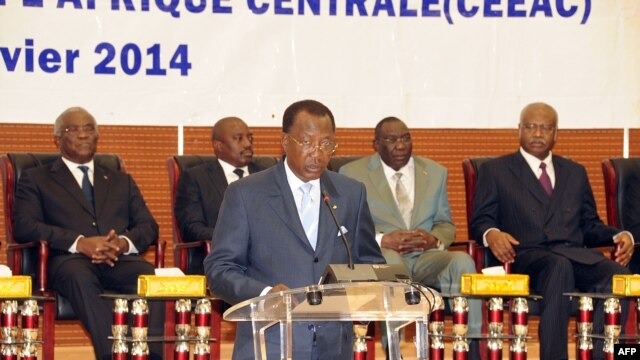 Chadian President Idriss Deby delivers his opening remarks at the special summit of the 10-nation Economic Community of Central African States (ECCAS) in Ndjamena on January 9, 2014 to tackle the sectarian violence wracking the Central African Republic.
