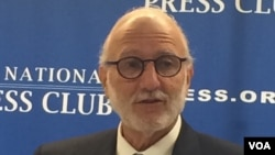 Former Cuban prisoner Alan Gross, speaking at the National Press Club in Washington, says that while normalization of relations between the U.S. and Cuba isn't going to occur for many years, it's time to break from the past, March 15, 2016. (M. Diallo/VOA)