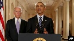 바락 오바마 미국 대통령(가운데)이 14일 오전 백악관에서 이란 핵 협상 타결에 관한 입장을 밝히고 있다. 왼쪽은 조 바이든 부통령.