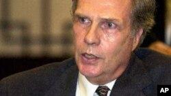 2000년 4월 중국 베이징에서 윈스턴 로드 전 주중 미국 대사. (자료사진)