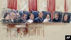 Ilustración artística de los jueces de la Corte Suprema, Sonia Sotomayor, Stephen Breyer, Clarence Thomas, Antonin Scalia, el juez presidente John Roberts, Anthony Kennedy, Rud Bader Gisburg, Samuel A. Alito y Elena Kagan.