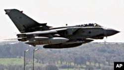 英国皇家空军一架参加空袭利比亚行动的狂风战机