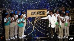 Chris Rock e meninas escuteiras nos Oscars Fev. 28, 2016, Dolby Theatre em Los Angeles.
