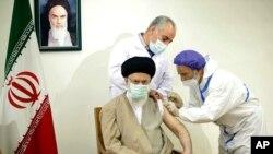 رهبر جمهوری اسلامی ایران ورود واکسنهای آمریکایی به ایران را ممنوع کرد