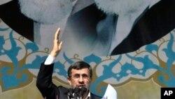 10일 이란혁명 기념식 연설중인 아마디네자드 대통령