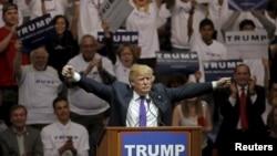 22일 미국 네바다 주 라스베가스 시에서 공화당의 도널드 트럼프 경선 후보가 선거유세를 하고 있다.