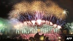 Vatromet iznad Lučkog mosta i Opere u Sidneju povodom dočeka nove 2012. godine
