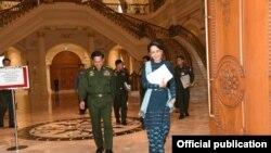 Aung San Suu Kyi and Min Aung Hlaing ( ကာလံုအစည္းအေဝး)