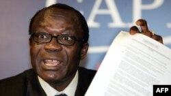 Honoré Ngbanda mokambi ya APARECO (Alliance des Patriotes Congolais pour la refondation du Congo) na Paris, France, 7 juin 2006.