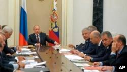 Ruski predsednik, Vladimir Putin na sastanku o planovima za modernizaciju naoružanja, Moskva 10. septembar 2014.