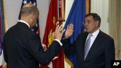 Leon Panetta prêtant serment comme nouveau Secrétaire à la défense