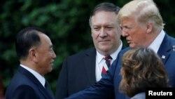 Дональд Трамп, Майк Помпео и Ким Ен Чхоль