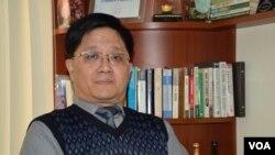 香港經濟學者、冠域商業及經濟研究中心主任關焯照。(美國之音湯惠芸)