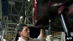 Radnik u automobilskoj industriji