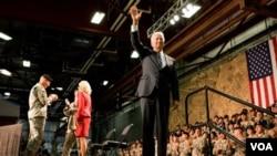 El vicepresidente de Estados Unidos, Joe Biden y su esposa viajaron a Fort Drum, en Nueva York, para recibir a las tropas que regresan de Irak.