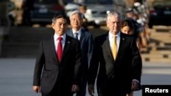 美国与韩国防长2018年10月31日在五角大楼会晤(路透社)