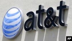 미국의 거대 통신 회사인 AT&T가 대형 미디어 회사인 타임워너사 인수를 추진하고 있는 가운데 연방 법무부 합병 반대 소송을 냈다.