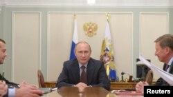El presidente ruso Vladimir Putin, bajo la propuesta de su gobierno, espera mantener en el poder al presidente de Siria Bashar Assad.