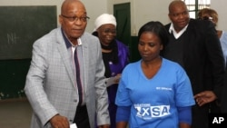 Jacob Zuma descarrega o voto. Quarta-feira, 7 de Maio 2014