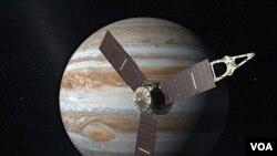 Sketsa gambar pesawat antariksa Juno dengan komputer. Juno diharapkan mampu membongkar rahasia 'Great Red Spot' – badai topan yang besarnya 3 kali Bumi yang telah melanda Yupiter selama lebih 300 tahun.