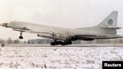 """Foto de archivo de un bombardero estratégico Tupolev-160 """"BlackJack"""", como los que sobrevolaron cielo colombiano sin autorización."""