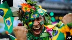 Braziliyalik futbol muxlisi, Rio-de-Janeyro, 12-iyun, 2014-yil
