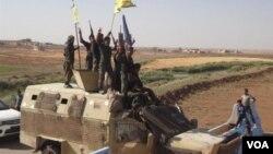Para pejuang Unit Perlindungan Rakyat Kurdi atau YPG yang ikut berperang melawan ISIS di Suriah timur laut (foto: dok). Pemerintah Turki menganggap YPG, cabang kelompok PKK, sebagai musuh yang mengancam keamanan nasional Turki.