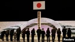 日本311震災兩週年追悼會﹐死難者家人出席悼念儀式。
