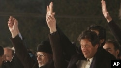 عمران خان اور ڈاکٹر طاہر القادری نے 2014 میں اسلام آباد میں دھرنا دیا تھا — فائل فوٹو