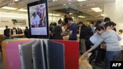 Продажи iPad 2 в одном из магазинов Apple в Лос-Анджелосе