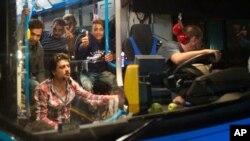 Vengriya qochqinlarni avtobuslarda chegaraga yetkazdi