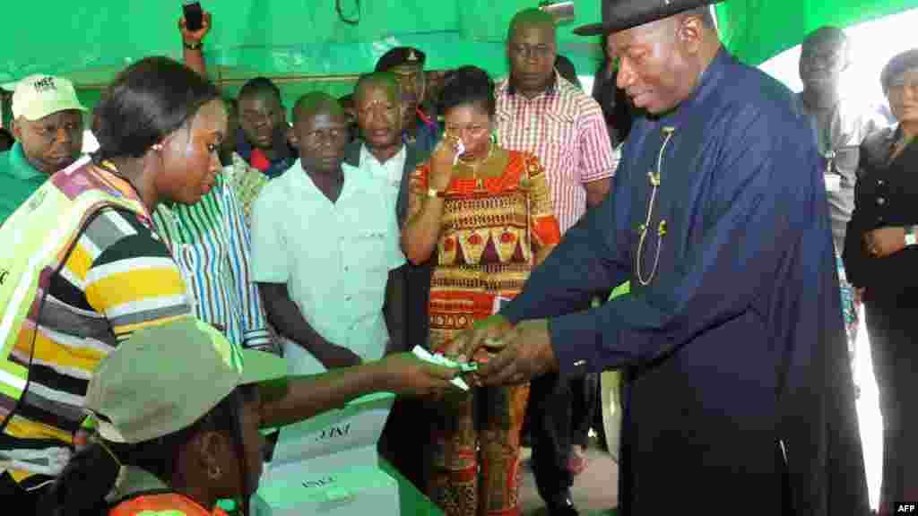 Shugaban Najeriya Goodluck Jonathan a Otuoke, Maris 28, 2015.