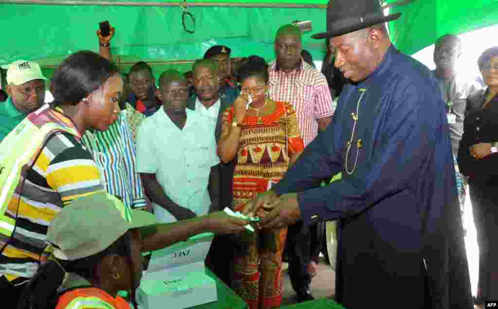 fter weeks of delays over an Islamic insurgency, Nigerians head to the polls. Nigerian President Goodluck Jonathan is registered to vote in Otuoke, March 28, 2015.