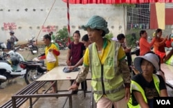 Cintri Cambodia trash collection workers went on strike last week demanding benefit packages, in Phnom Penh, on October 6, 2020. (Aun Chhengpor/VOA Khmer)